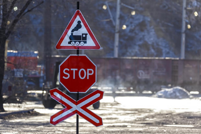 В Тверской области легковой автомобиль врезался в грузовой поезд