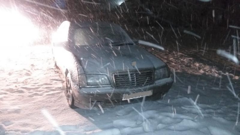 Мужчина бросил у переправы Mercedes, угнанный у москвича в Тверской области