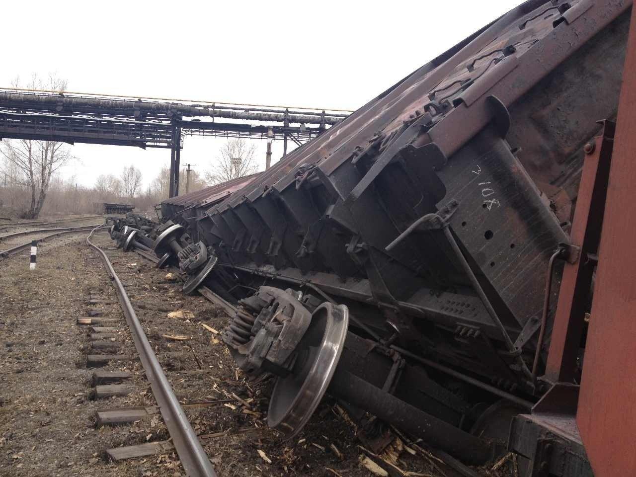Снегоуборочный поезд сошёл с рельсов в Тверской области