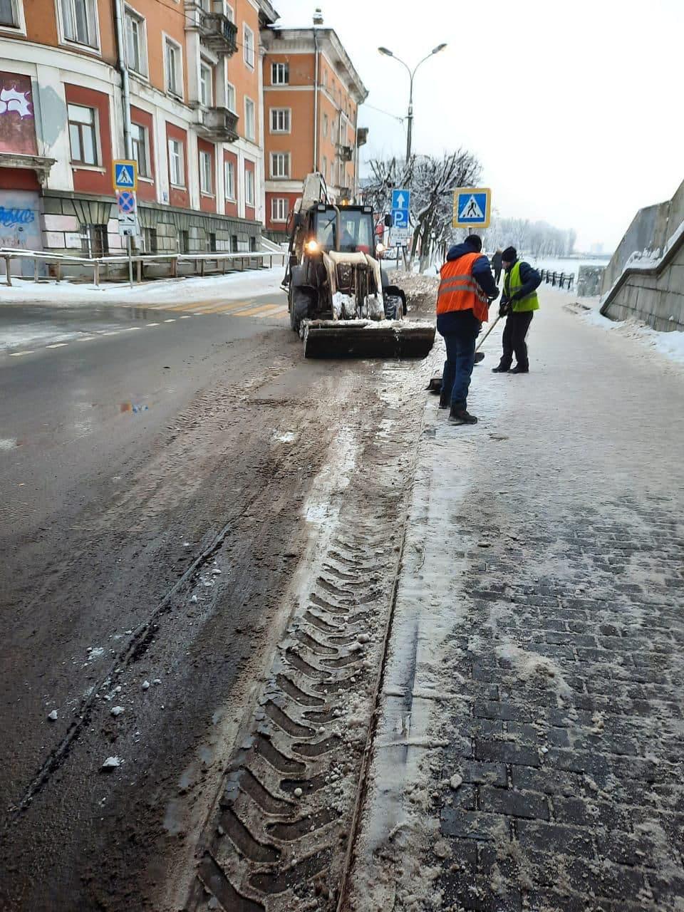 2 тысячи кубометров снега убрали с тверских улиц