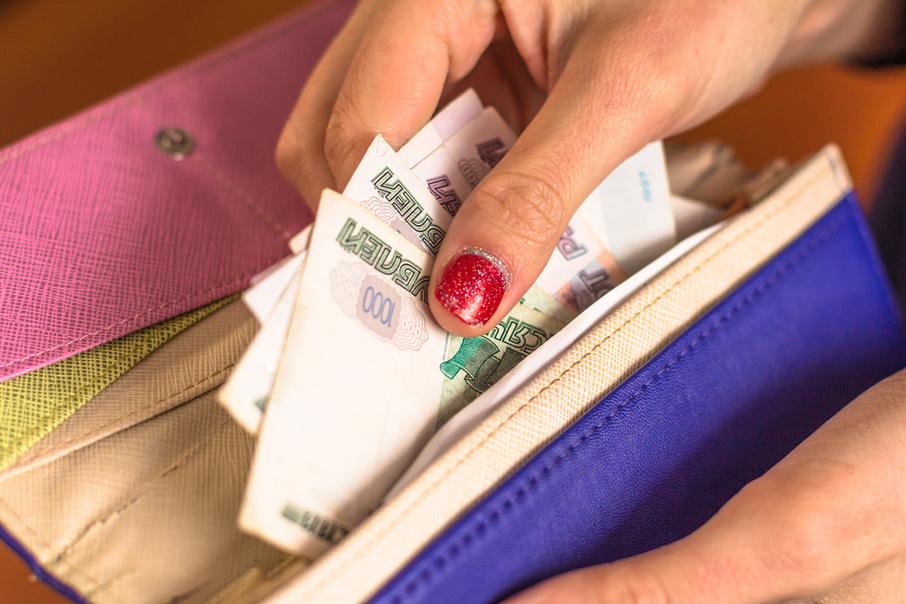 Невнимательная жительница Тверской области оставила в магазине все деньги