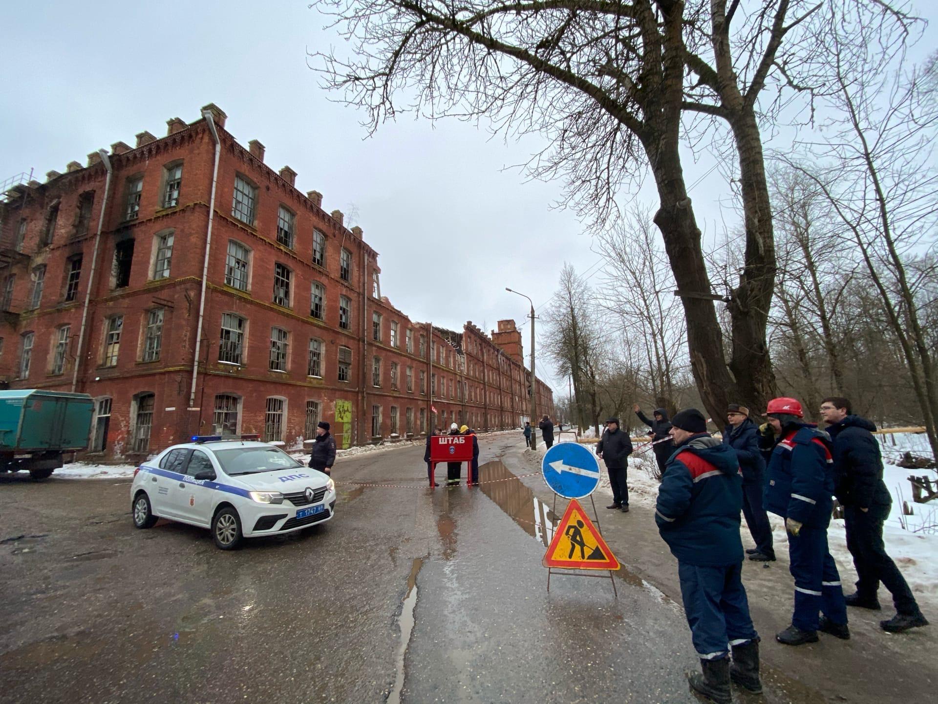 Автобусы Вышнего Волочка не смогут ездить рядом с рухнувшей стеной фабрики