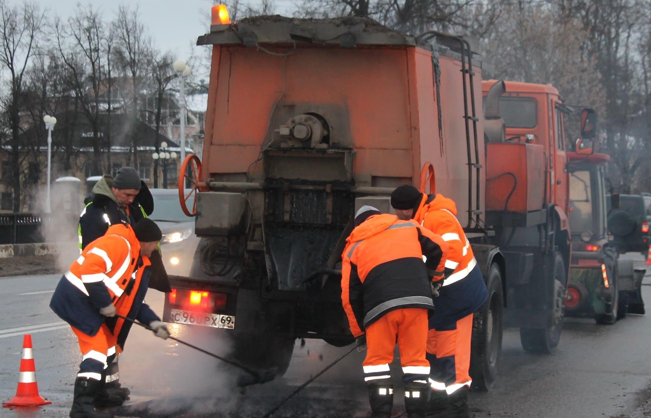 Власти Твери объяснили, почему ремонт дорог нельзя вести по ночам