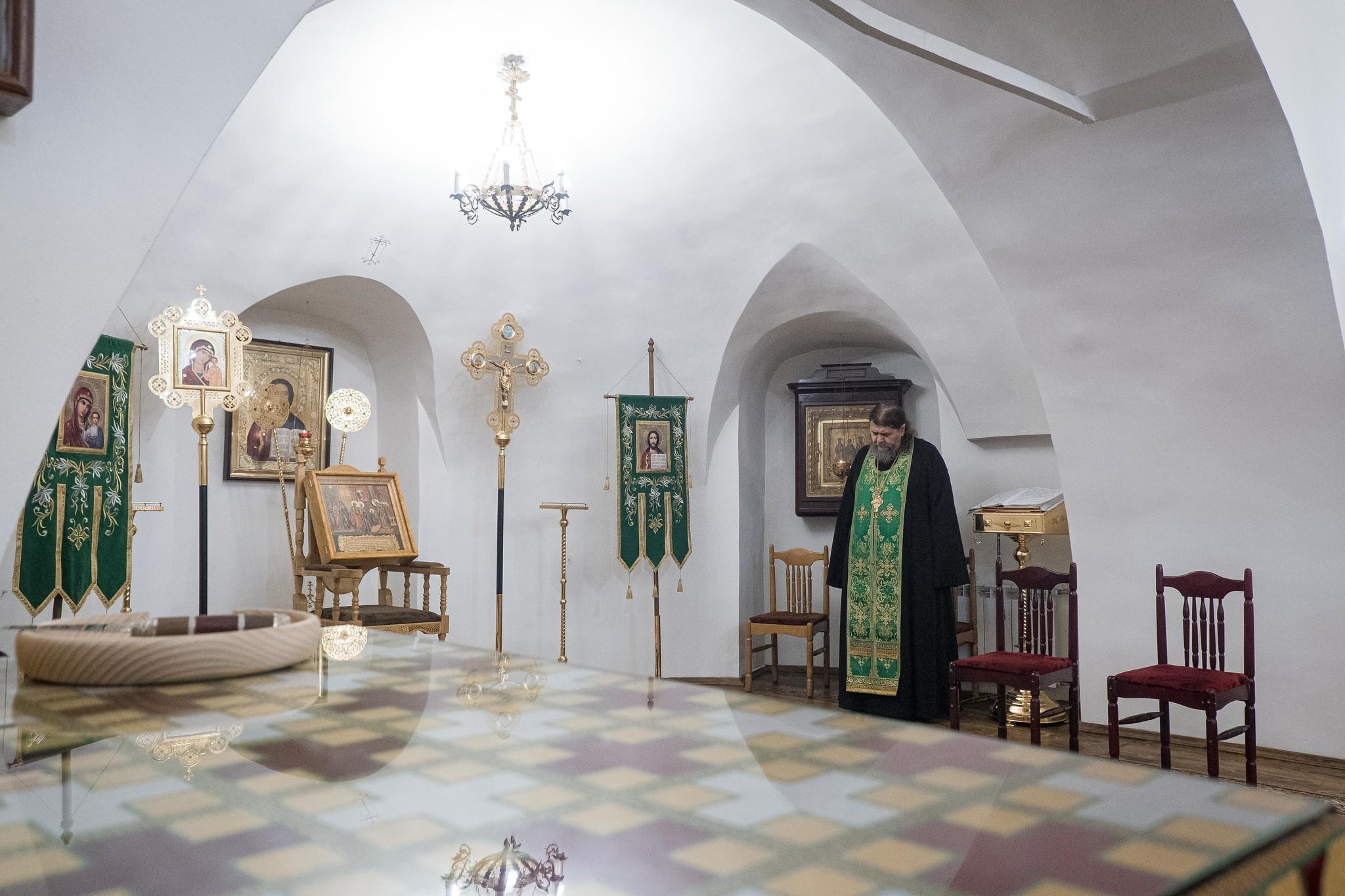 Тверской митрополит Амвросий: почему люди в храмах стоят на богослужении