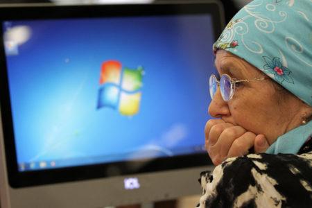 238 тысяч рублей похитил мошенник у бабушки-онлайн из Твери