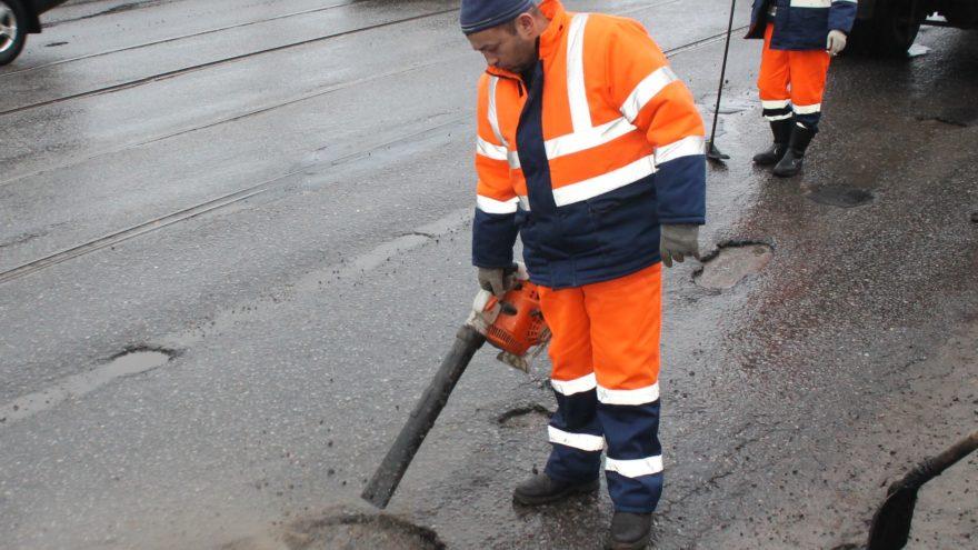 В Твери назвали улицы, где заделали больше всего дорожных ям