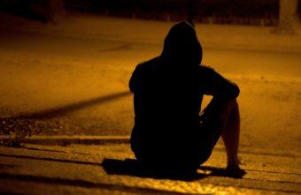 Ночью во дворе дома жителя Твери поджидал грабитель