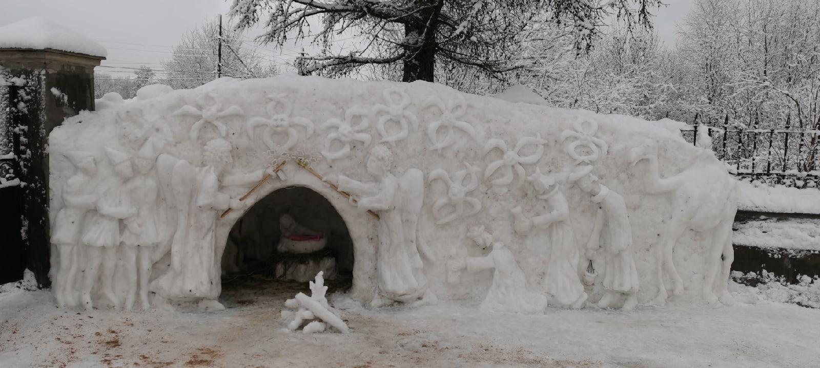 На окраине Твери сделали потрясающий вертеп из снега