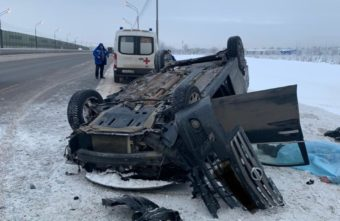 Водитель погиб под Тверью, зацепив машиной фуру