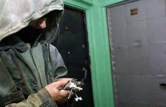 Жителей Твери, уехавших на отдых, предупреждают о квартирных ворах