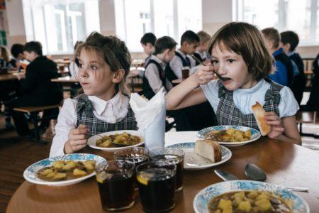 Стало известно, в какой тверской школе кормят лучше