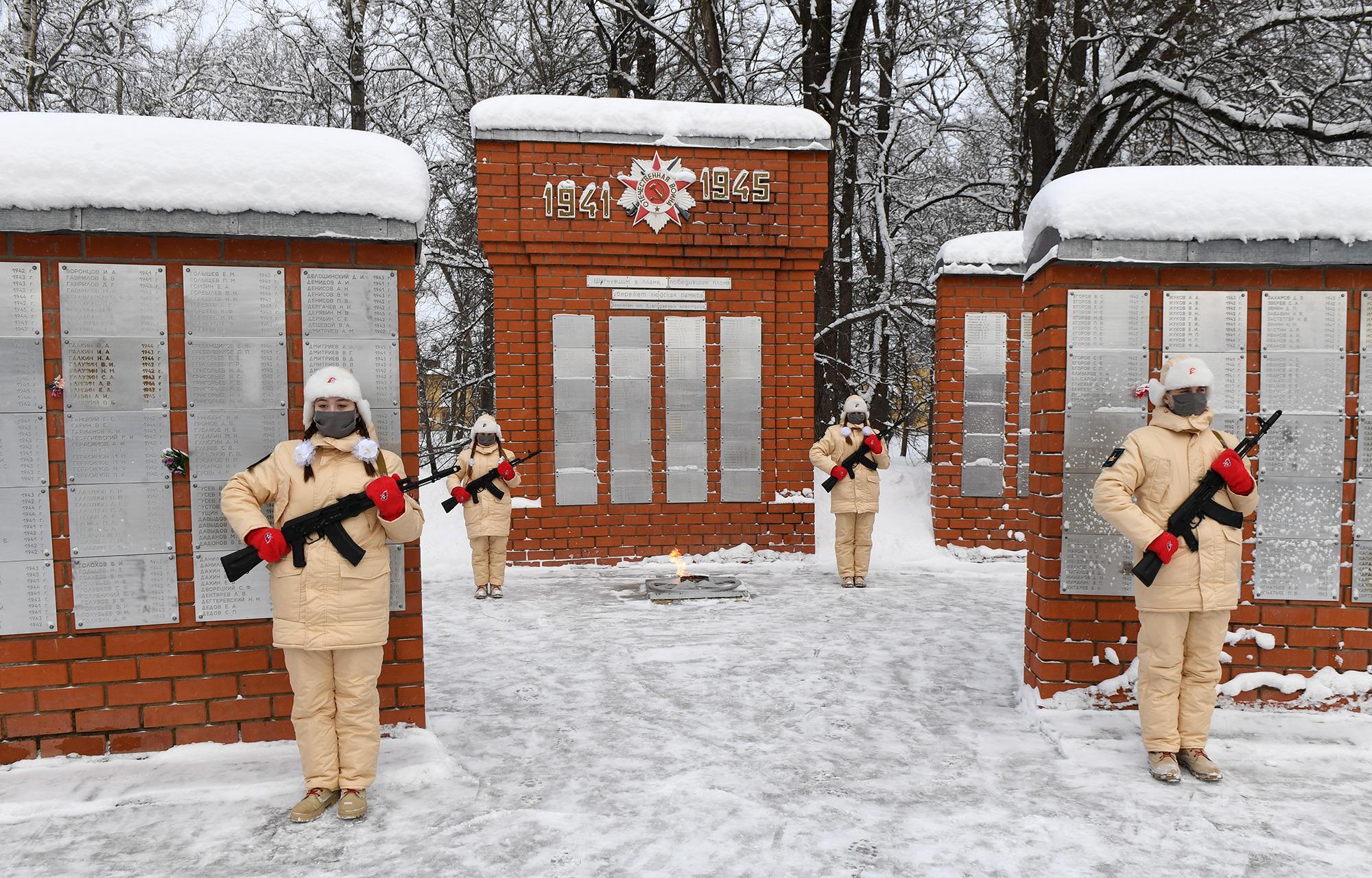 Игорь Руденя в Торжке почтил память красноармейцев, павших в годы Великой Отечественной войны