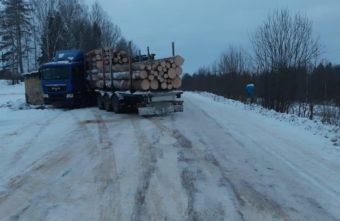 В Тверской области водитель врезался в заброшенную остановку