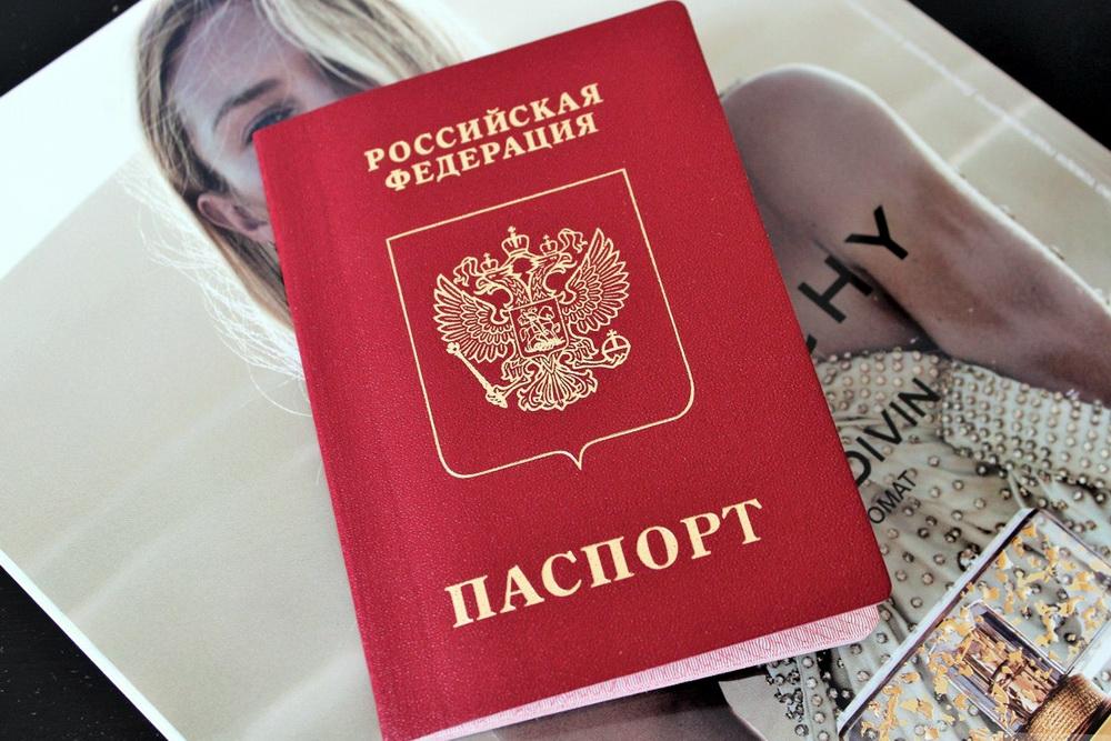 """Тверитянам запретили """"фотошопить"""" снимок на паспорт"""
