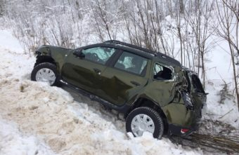 Появились подробности ДТП с кроссовером, улетевшим в кювет в Тверской области