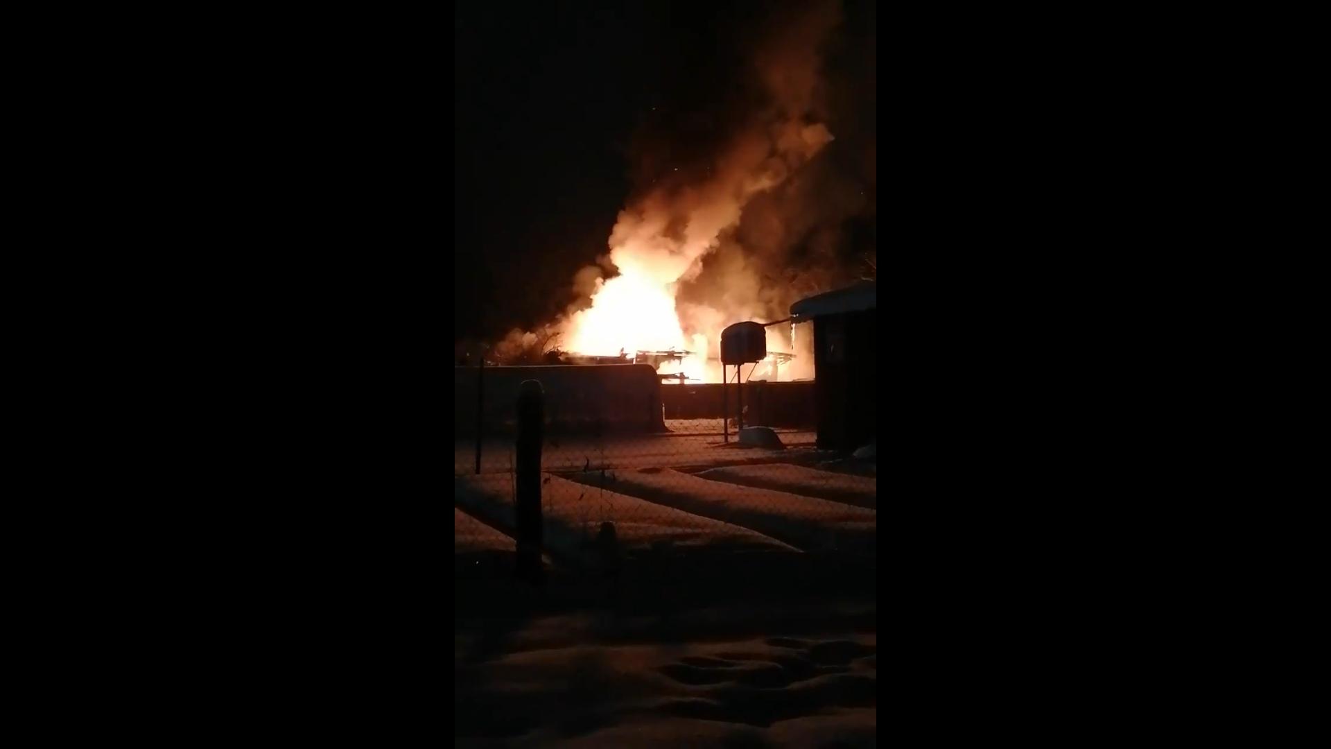 Опубликовано видео, как в Тверской области сгорел жилой дом