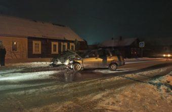 Два ВАЗа не поделили дорогу в Тверской области