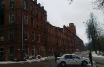 Фабричная стена обрушилась в Вышнем Волочке Тверской области