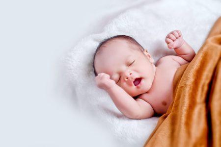 Стало известно, сколько детей родилось в Тверской области за 2020-й