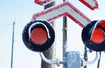 В Тверской области пять машин столкнулись с поездами