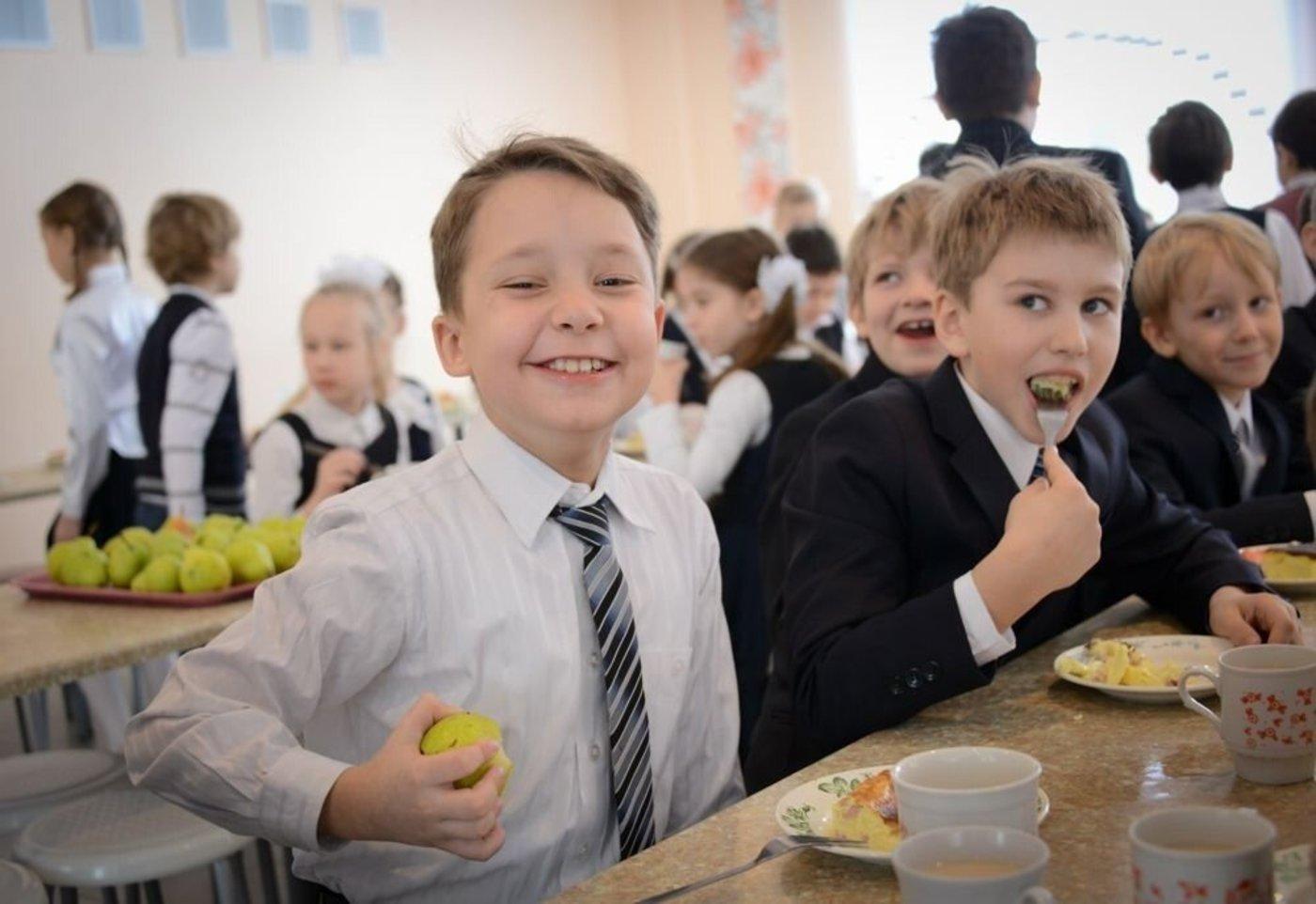 Некоторых школьников из Тверской области до конца учебного года обеспечат бесплатным питанием