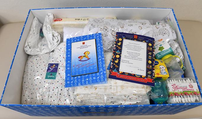 Жителям Тверской области напомнили, где можно получить подарки новорожденным