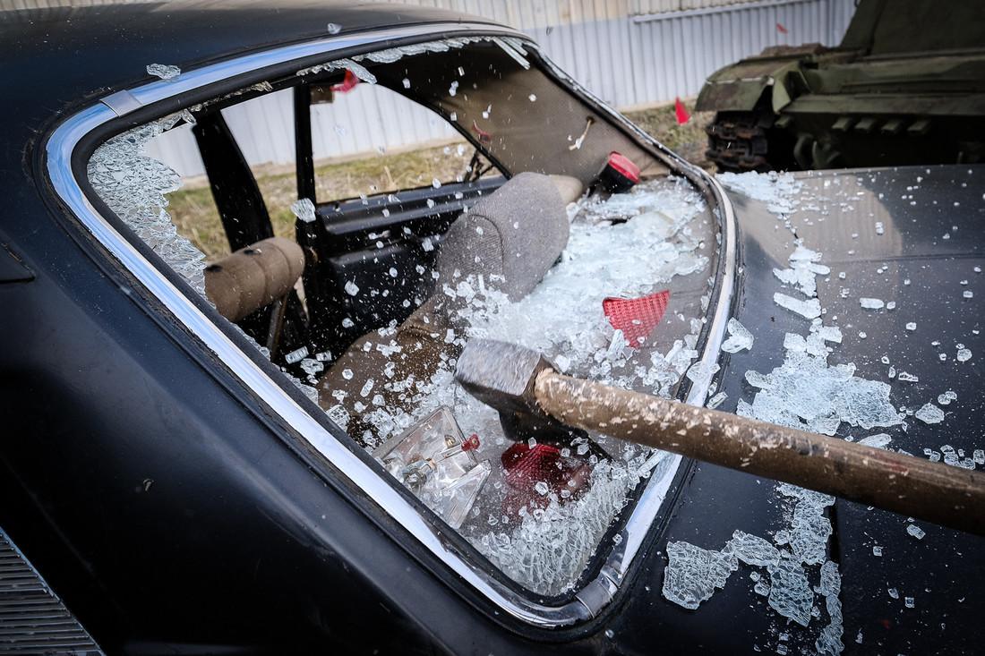 Житель Тверской области из-за неприязни к знакомому отыгрался на иномарке