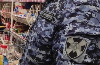 Рецидивист прошёл мимо кассы супермаркета в Твери с полным пакетом продуктов
