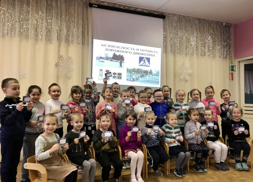 """Дети из Тверской области получили """"удостоверения пешеходов"""""""