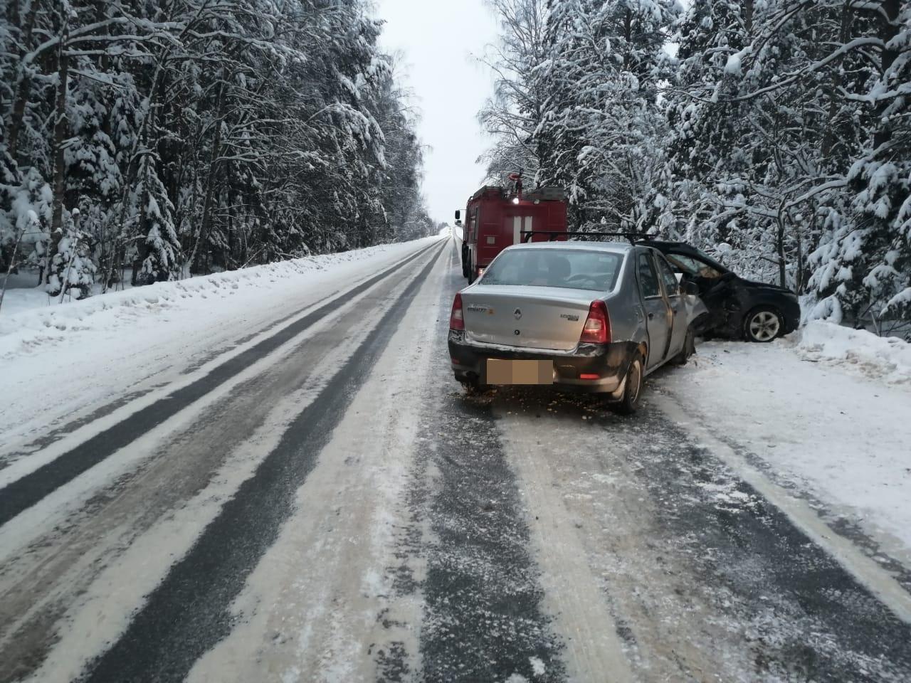 Появились фотографии ДТП с 4 пострадавшими в Тверской области