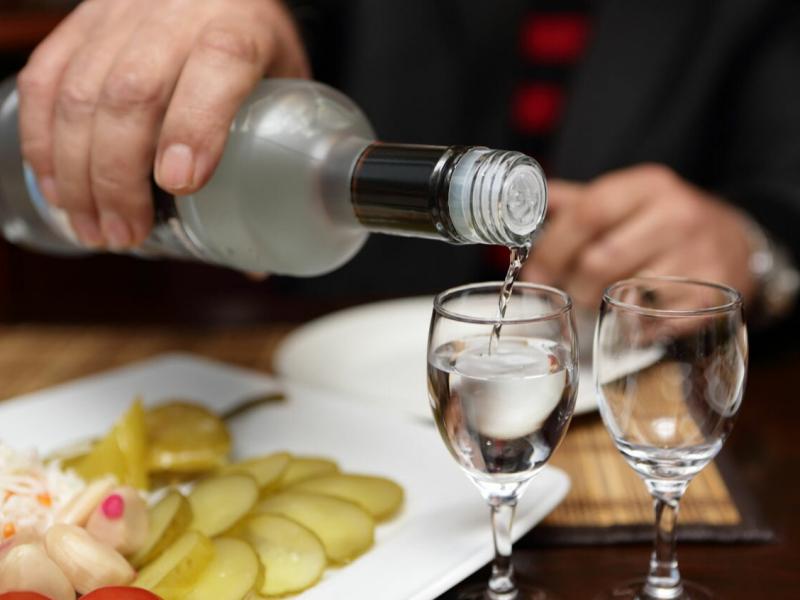 Жительница Тверской области выпила с малознакомым мужчиной и лишилась денег