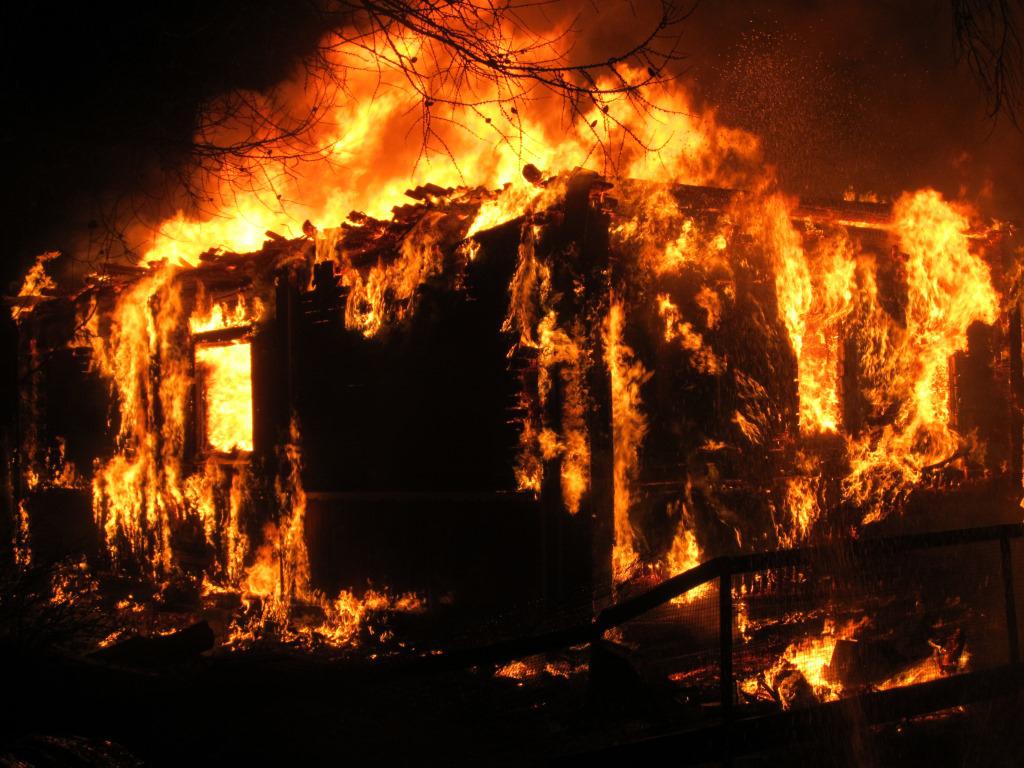 На пожаре под Тверью погибла пожилая женщина