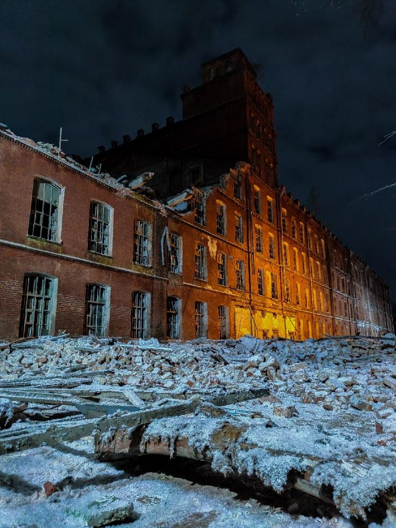 Вышневолоцкая фабрика в Тверской области обрушилась до башни