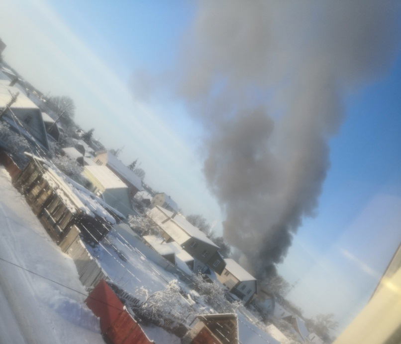 Жилой дом горит в Заволжском районе Твери