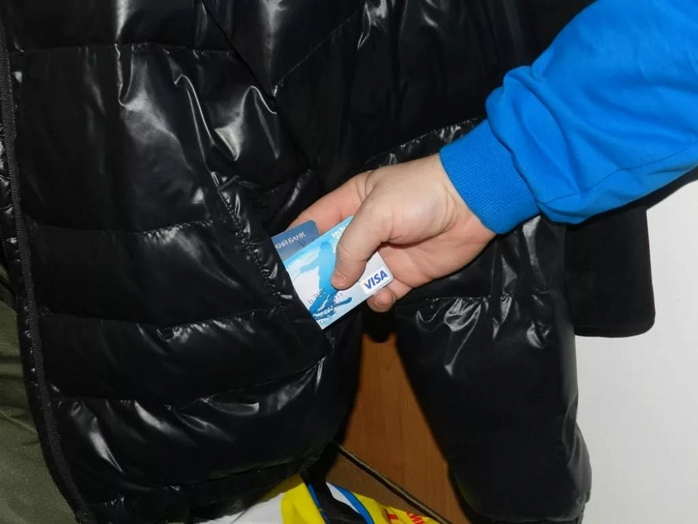 В Тверской области подросток украл у приятеля карту и снял деньги