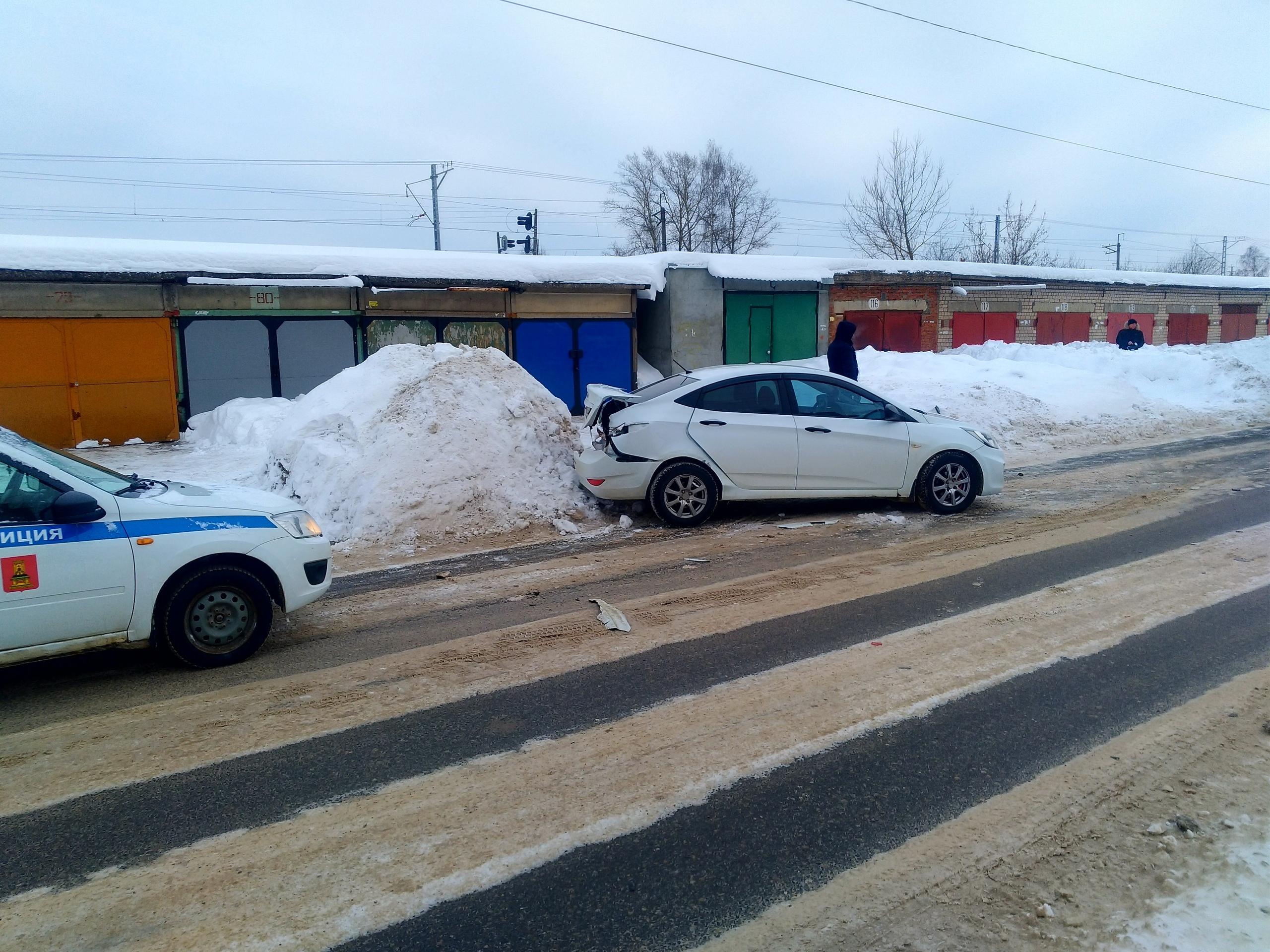 Два водителя чудом не получили серьезных травм в Тверской области