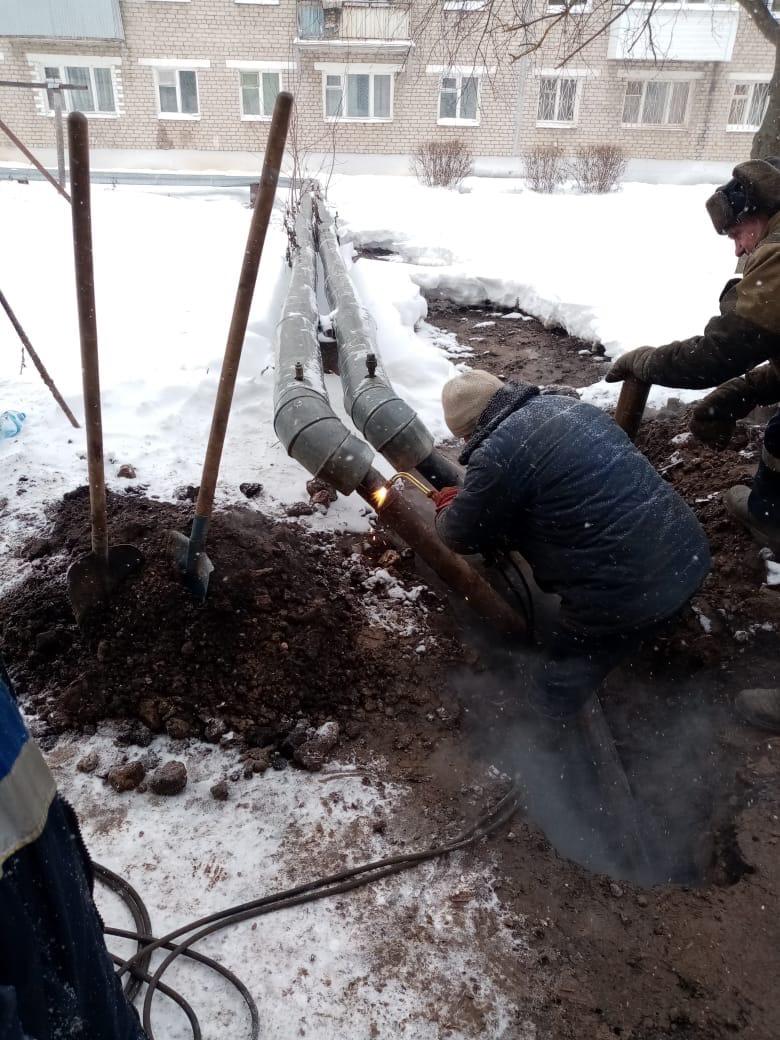 В Тверской области забил гейзер рядом с жилыми домами