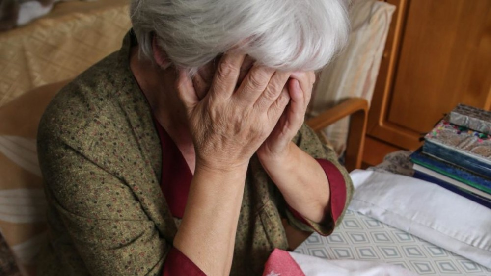 Чтобы спасти внука-убийцу, тверская пенсионерка перевела деньги мошеннику