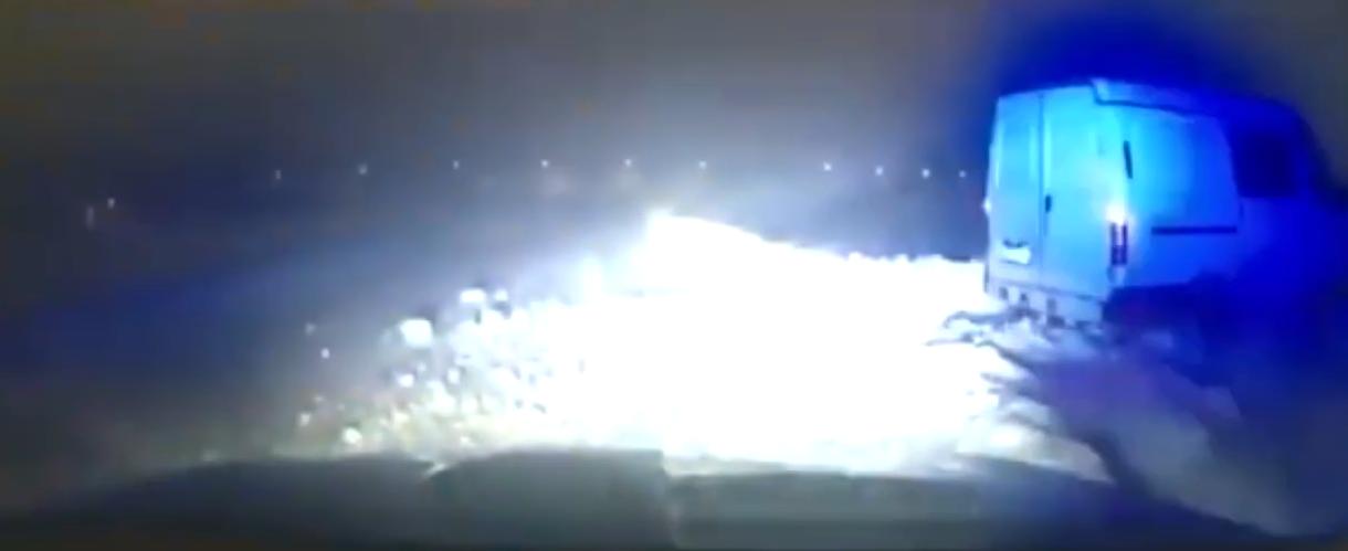 Под Тверью пьяный водитель увяз в снегу, уходя от погони