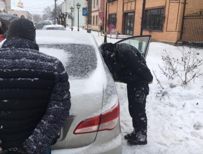 Жители Тверской области дали взятку, чтобы вернуть нелегальный товар