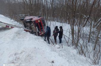 Опубликовано видео, как в Тверской области спасли застрявшего водителя