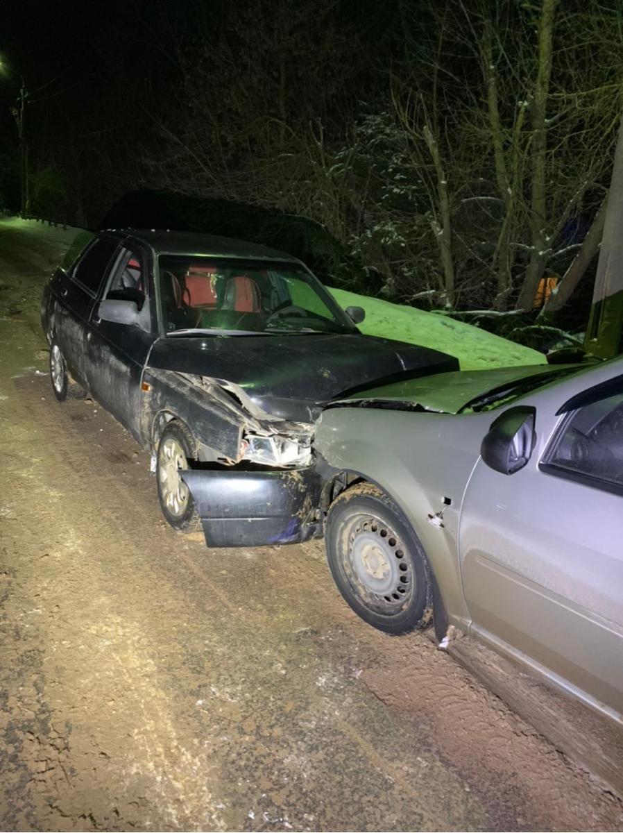 Пьяный водитель отвлекся до лобового столкновения в Тверской области