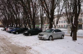 В Твери оштрафовали 27 любителей парковаться на газонах