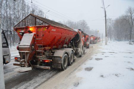 В Твери круглосуточно убирают снег с улиц