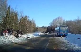 Опубликовано видео с места смертельной аварии в Тверской области