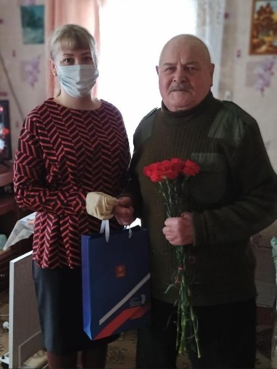 В Оленино с Днем защитника Отечества поздравили ветерана войны