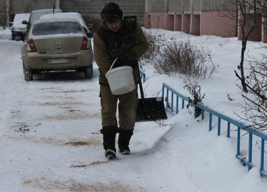 В Твери каждый день проверяют, сколько во дворах снега и льда