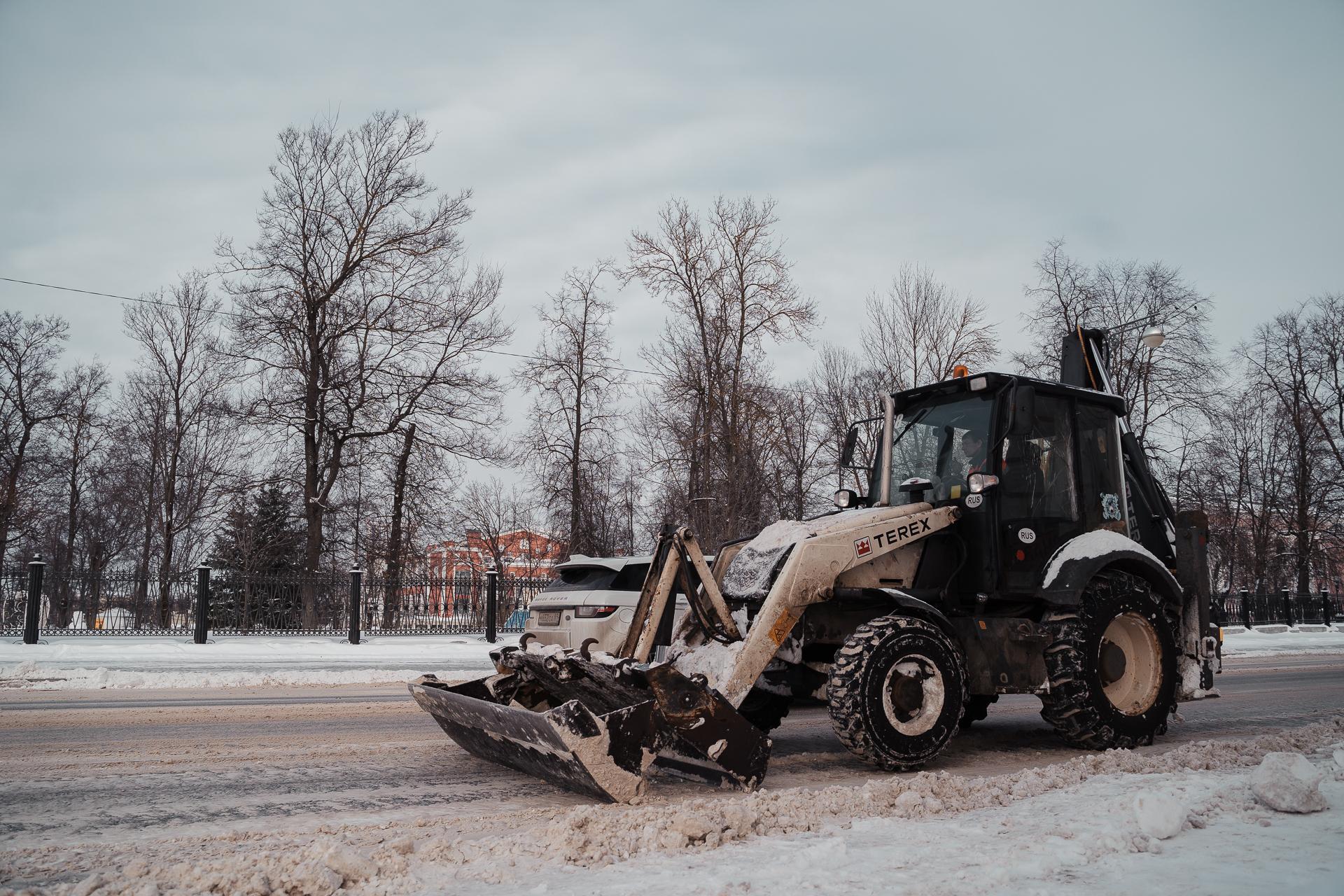 За ночь с улиц Твери вывезли больше 2 тысяч кубометров снега