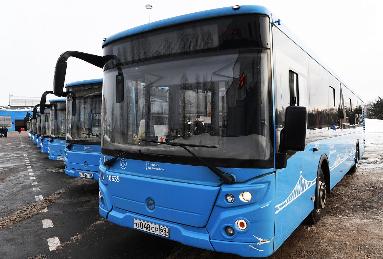 Первый год работы «Транспорта Верхневолжья»: Игорь Руденя поздравил коллектив автобусного парка