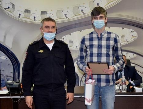 Житель Тверской области отнёс в полицию свёрток с деньгами, найденный на улице в Москве